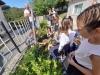 Засаждане-на-цвете-от-първокласниците